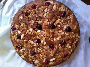Round speltcake with cranberries and almonds